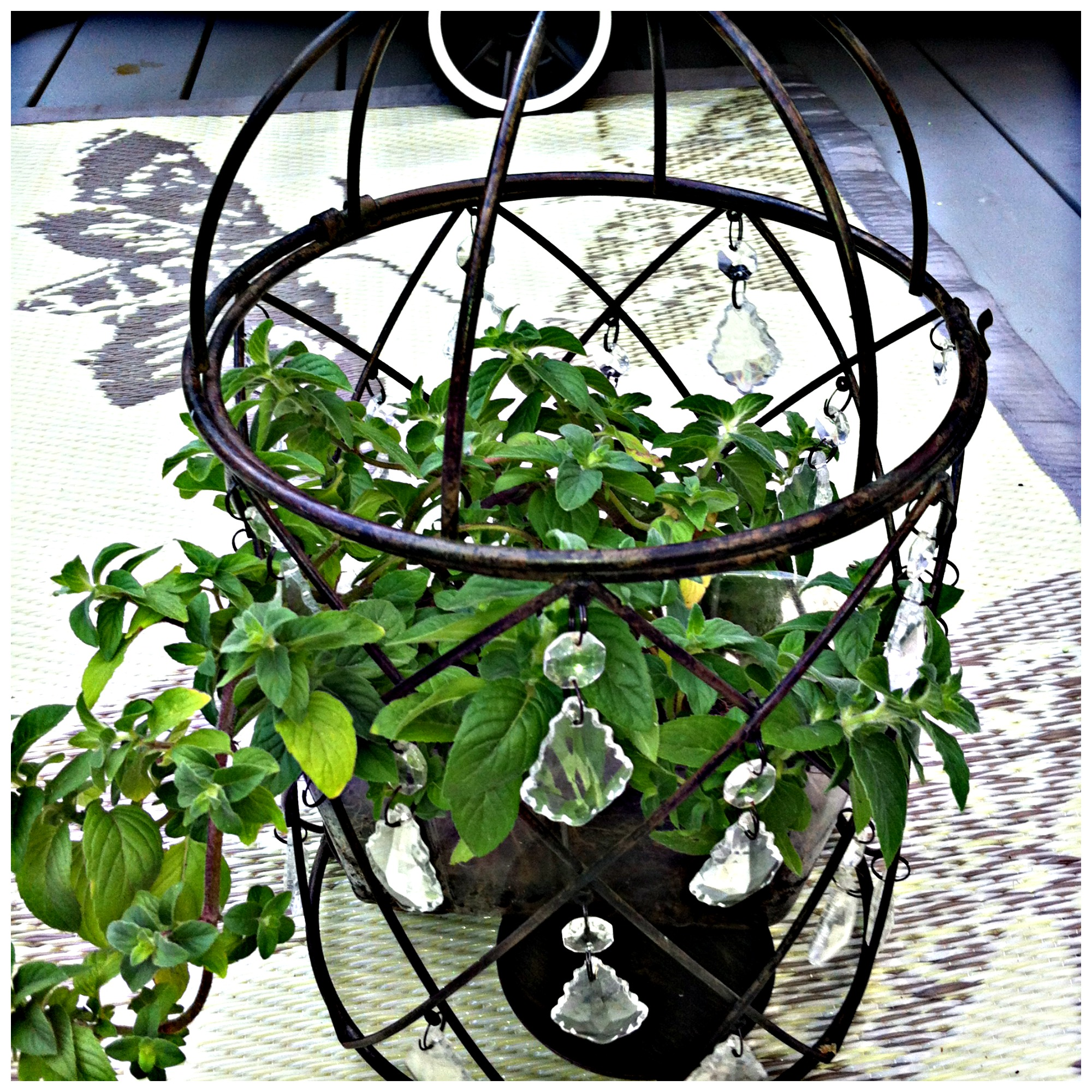 Candlle Holder Plant Stand 8 DIY Patio Accents #trashtotreasure #patio #diy #yard #garden #up-cycle #re-purpose #patio_table #plant_stand #bird_bath #herb_garden