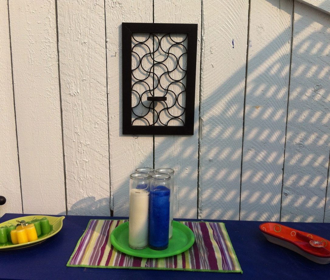 Re-purposed patio wall art 8 DIY Patio Accents #trashtotreasure #patio #diy #yard #garden #up-cycle #re-purpose #patio_table #plant_stand #bird_bath #herb_garden #wineglass #martiniglass #candles #art