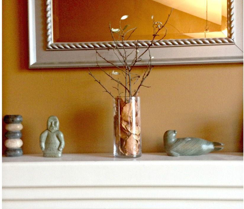 Simple and elegant fall arrangement with branches and leaves in a glass vase. #fall #arrangement #vase #nature #branches #leaves #DIY
