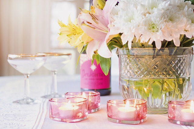 Beautiful Centerpieces Fancy Napkin Fold 5 Tips for Hosting Mothers Day Brunch #mothersday #brunch #hosting #tips #foldednapins #freshflowers