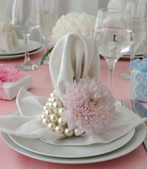 Fancy Napkin Fold 5 Tips for Hosting Mothers Day Brunch #mothersday #brunch #hosting #tips #foldednapins #freshflowers