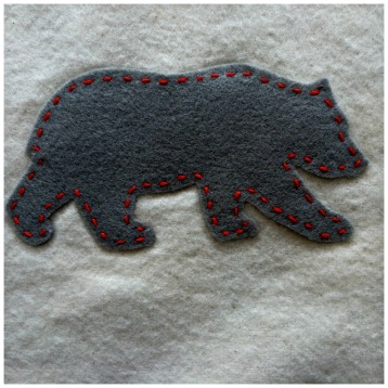 Baby Blanket With Adorable Grey Polar Bear Appliques Grey and White Flannel with Polar Bear Print. #babyblanket #appliques #sewing #polarbear #flannel #grey