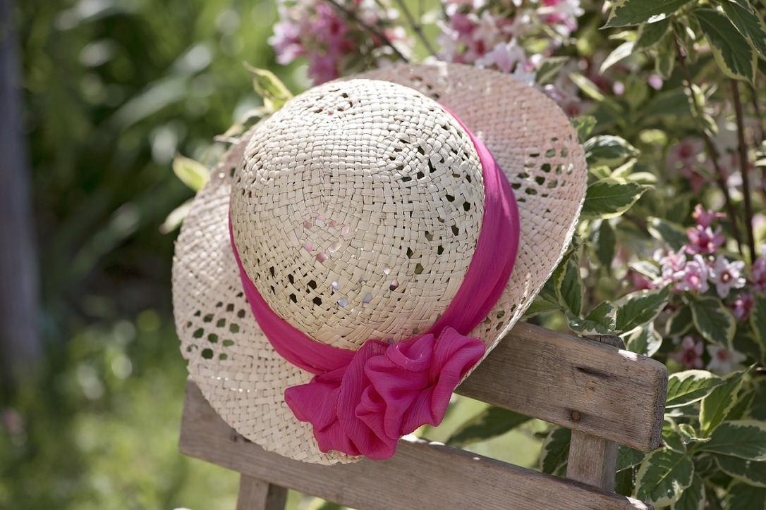 Sun Hat -Mother's Day Gifts for Mom's in Senior Living #sunhat #mothersday #gifts #seniors