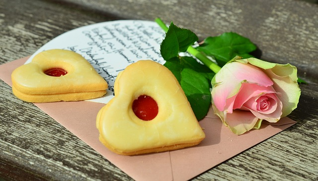 Heart Cookies for Mothers Day with Pink Rose #mothersday #cookies #gifts