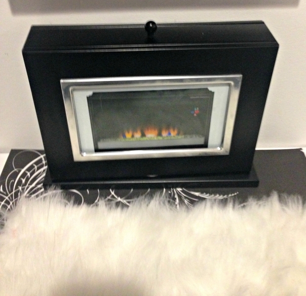 Mini Photo Album to Barbie Fireplace DIY Barbie Doll Reversible Fireplace and Fishtank DIY Barbie Doll Hotel Trash to Treasure #barbiedoll #furniture #upcycle #hotel #fireplace #bed #TV #diorama #repurpose #DIY #Thriftstore #trashtotreasure #Starrcreative.ca