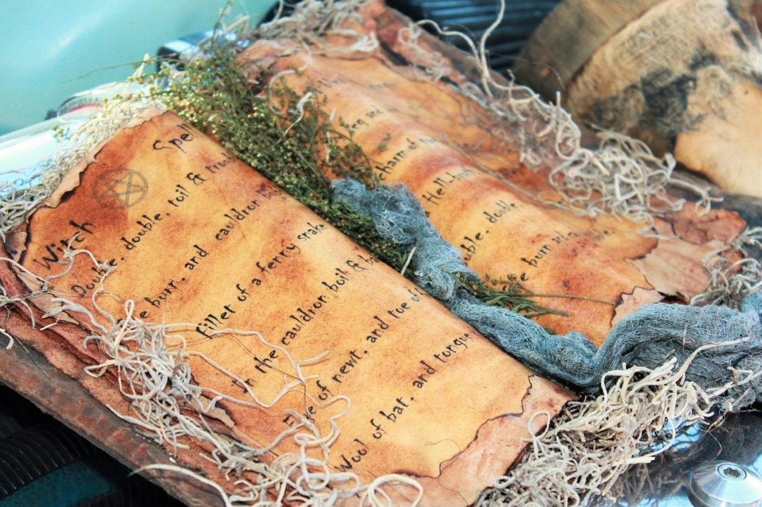 DIY Magic Spell Book Post 5 Fabulous & Funky Halloween Decorating Ideas #Halloween #Decor #Inspirations #DIY #Spiders #Jack-O-Lantern #spellbook #Witch #pumpkin #farm