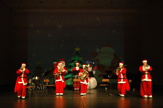 Christmas or Holiday Concerts at School A Tradition and Holidays for the Kids with Time off School #Christmas #Traditions #school #holidays
