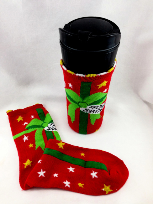 DIY Christmas Sock Travel Mug Cozies  #water_bottle DIY Christmas Sock Drink Cozies #christmas #craft #christmas_sock #cozie #drink_cozie #cozzie #wine_cozie #coffee_cozzie #DIY #repurpose