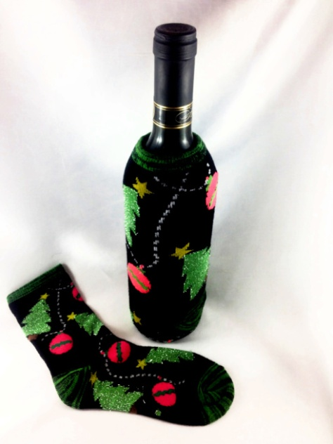 DIY Christmas Sock Wine Bottle Cozies #water_bottle DIY Christmas Sock Drink Cozies #christmas #craft #christmas_sock #cozie #drink_cozie #cozzie #wine_cozie #coffee_cozzie #DIY #repurpose