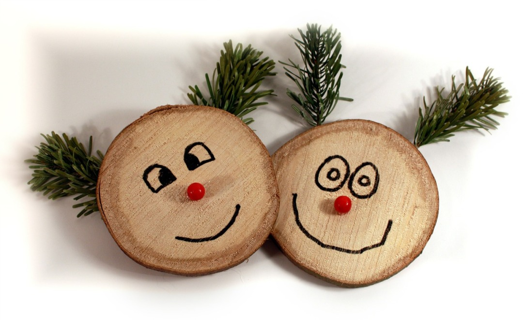 Wooden Rudolough Ornaments See More  Mother Nature Approved Christmas Decorating Inspirations Naturally Beautiful! #Christmas #nature #wooden #oranaments #woodcookies #rudolph #decorating #  #rustic  #crafts #DIY