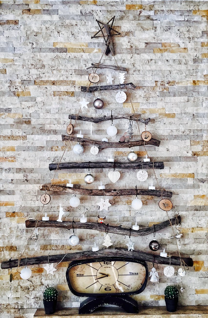 Christmas Tree Made from Branches and Twine See More Mother Nature Approved Christmas Decorating Ideas #Christmas #Decorations #branches #DIY #Christmas_tree #Christmas_Wall_Decor #Decorations #recyclable
