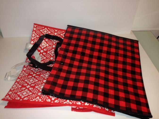6 Easy DIY Home Hacks Using Reusable Shopping Bags #upcycle #shoppingbags #homedecor #bootmat #dogmat #doormat #tablerunner #cupboardliner