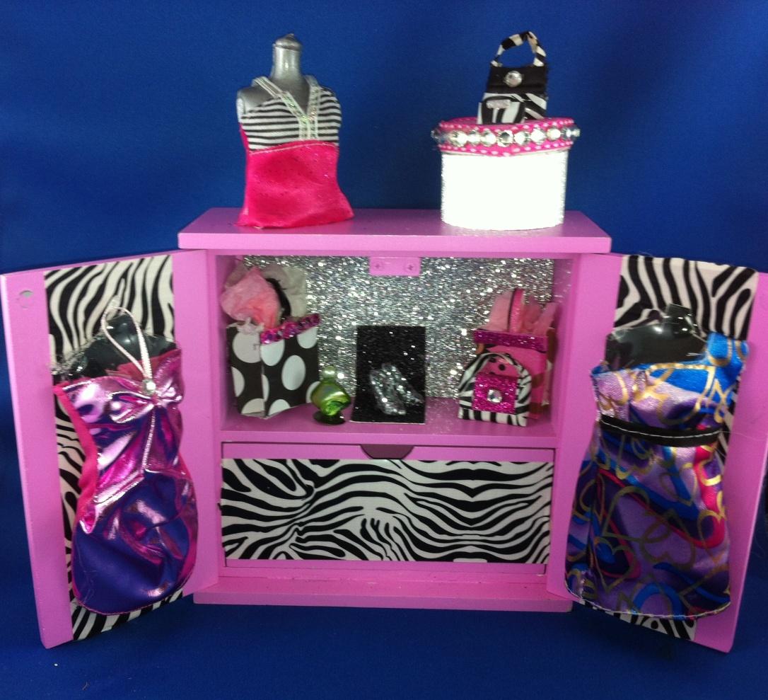DIY Barbie Upcycle Boutique #DIY #Barbiedoll #boutique #clothes
