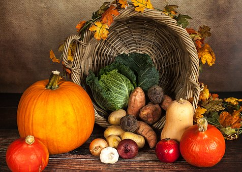 Thanksgiving DIY projects, crafts and entertaining inspirations. #Thanksgiving #Decorating #Hosting #Turkey #DIY #Celebration #Holiday #Gathering